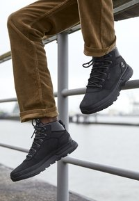 Timberland - FIELD TREKKER MID - Lace-up ankle boots - black - 8