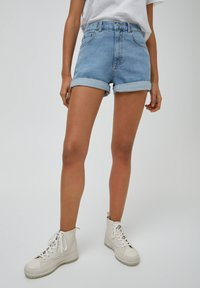 PULL&BEAR - Short en jean - light blue - 0