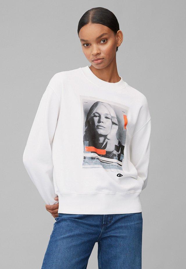 ANNA EWERS - Bluza - off-white print