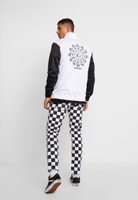 Vans - WINNER'S CIRCLE TRACK JACKET - Training jacket - black/white - 2