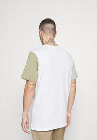 Nike Sportswear - TEE - Print T-shirt - white/summit white - 2