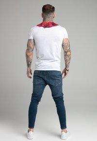 SIKSILK - ROSE TEE - T-shirt med print - white - 2