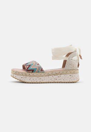 Sandales à plateforme - tonga pool
