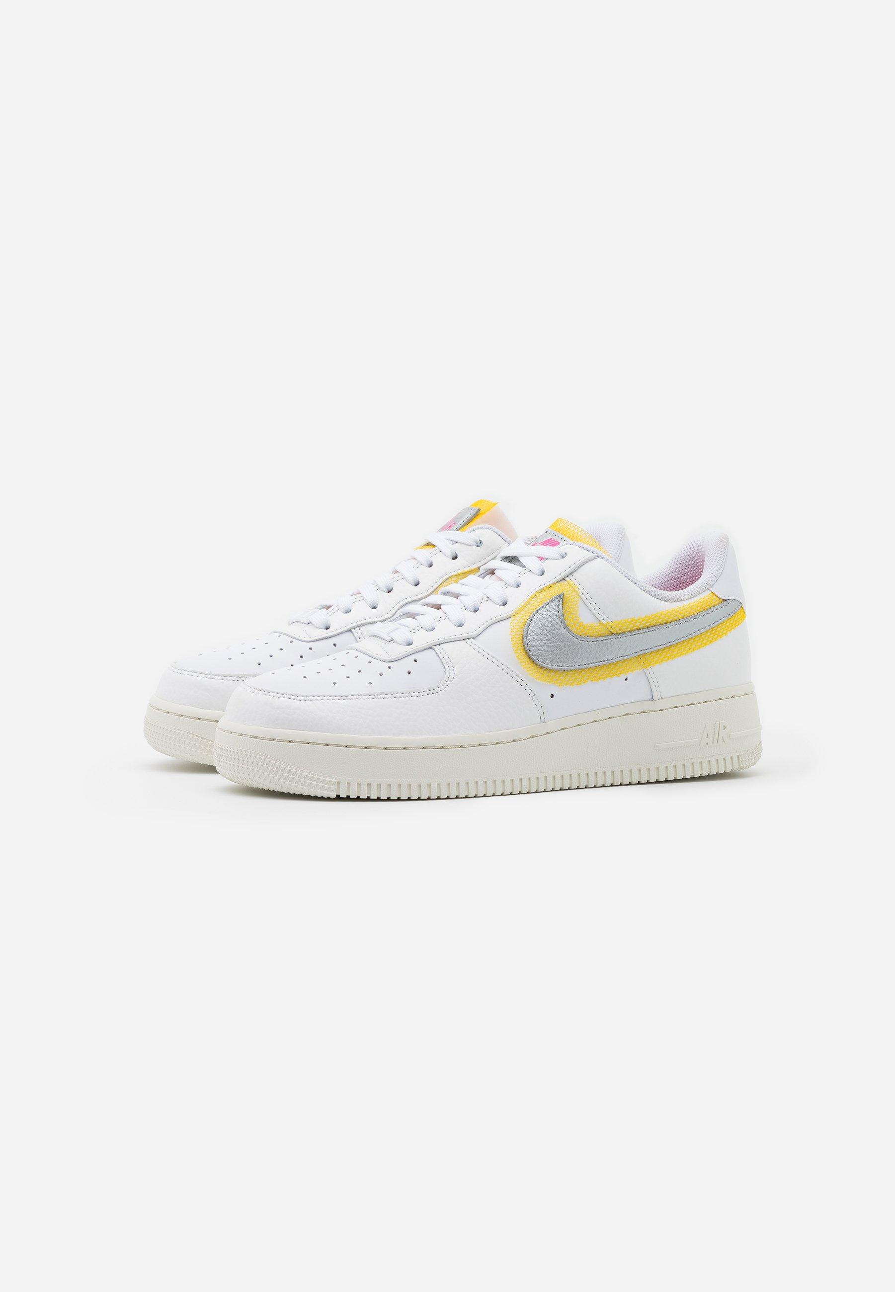 Nike Sportswear AIR FORCE 1 Sneaker low white/metallic silver/university gold/weiß