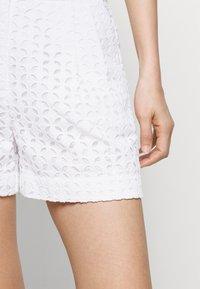 MICHAEL Michael Kors - EYELET PLEATED - Shorts - white - 3