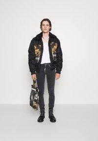 Versace Jeans Couture - COMFORT - Slim fit -farkut - black - 5