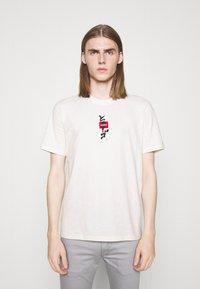HUGO - DASABI - Print T-shirt - natural - 0