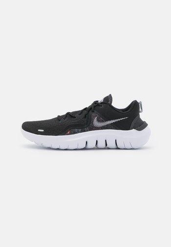 FLEX 2021 - Obuwie do biegania treningowe - black/white/dark smoke grey