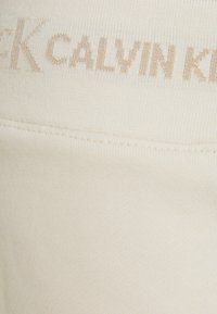 Calvin Klein Jeans - LOGO TRIM - Tracksuit bottoms - white sand - 6
