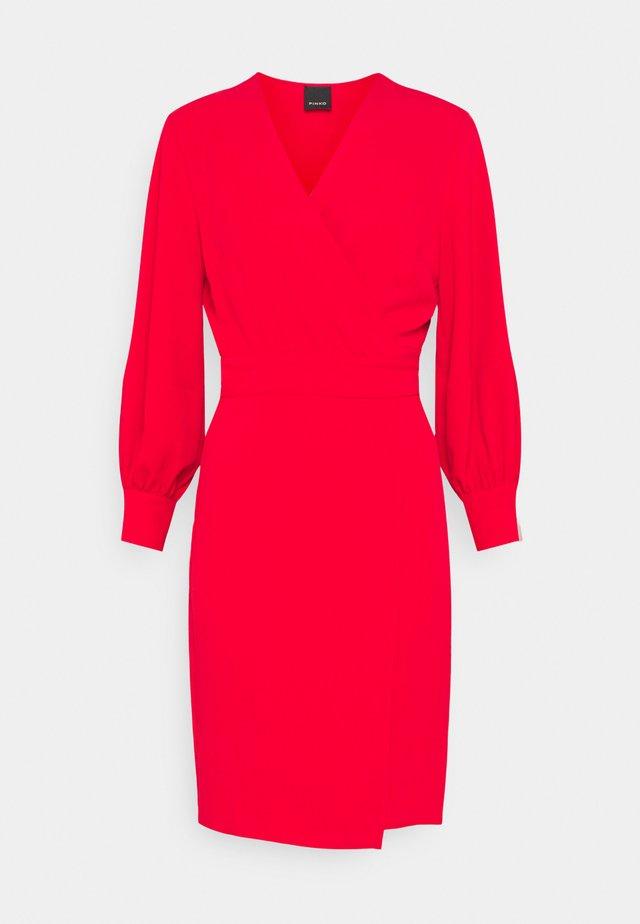 ERIN ABITO TECNICO FLUIDO - Korte jurk - red