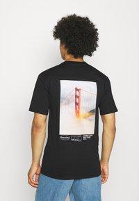 Caterpillar - VINTAGE PIC TEE - T-shirt med print - black - 0
