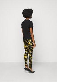 Versace Jeans Couture - LADY - Print T-shirt - black/gold - 2