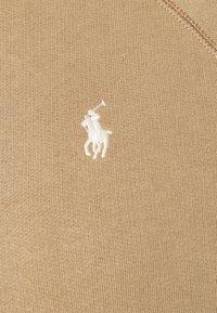 Polo Ralph Lauren - LONG SLEEVE - Bluza z kapturem - boating khaki - 2