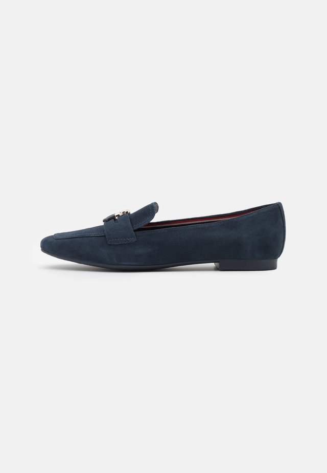 ESSENTIAL HARDWARE LOAFER - Instappers - desert sky