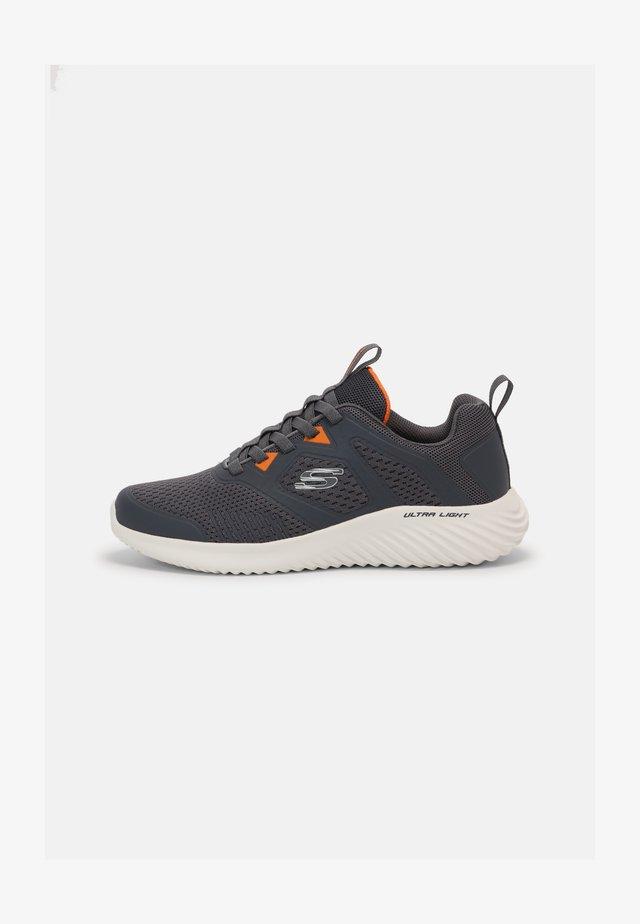 BOUNDER - Sneakersy niskie - charcoal/orange