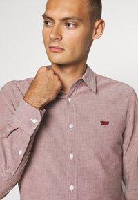 Levi's® - BATTERY SLIM - Shirt - light red - 4