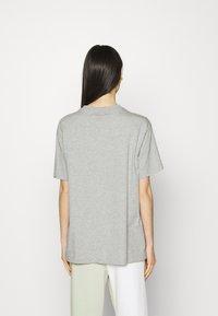 Nike Sportswear - Print T-shirt - grey heather/white - 2