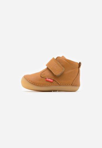 SABIO - Baby shoes - camel clair