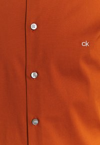 Calvin Klein Tailored - LOGO STRETCH EXTRA SLIM - Formal shirt - brown - 2