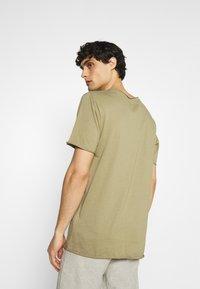 Selected Homme - SLHWYATT O NECK TEE  - T-shirt - bas - aloe - 2