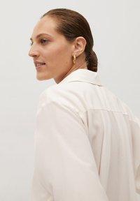 Mango - MADE - Button-down blouse - cremeweiß - 5