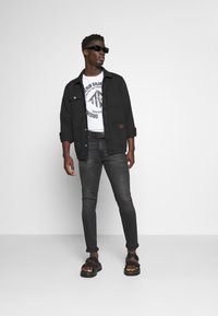TOM TAILOR DENIM - WITH COINPRINT - T-shirt med print - white - 1