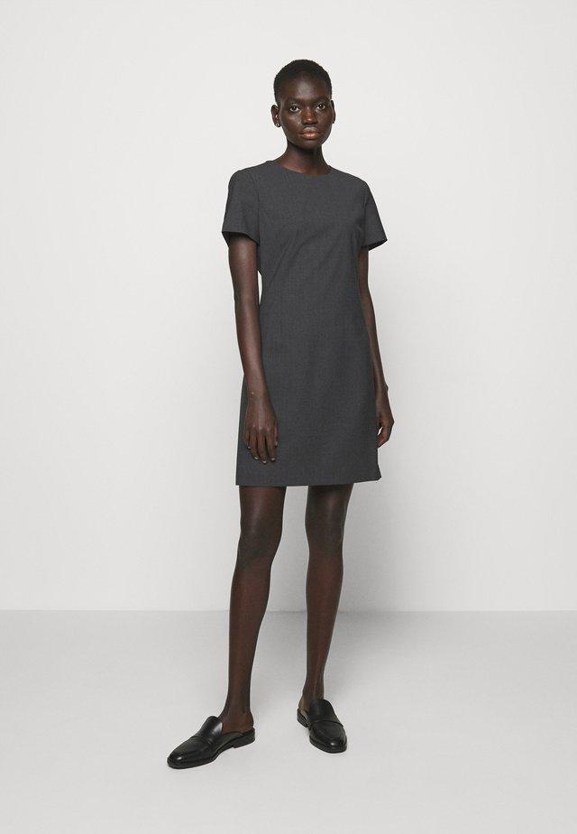 JATINN TRACEABLE WOO - Pouzdrové šaty - charcoal melange