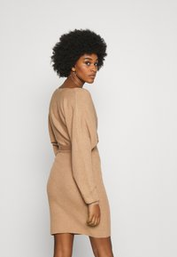 Vero Moda - VMREM VNECK  - Jumper dress - tan/melange - 2