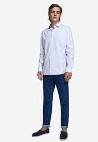 Jack & Jones PREMIUM - JPRVICTOR SLIM FIT - Shirt - cashmere blue - 1