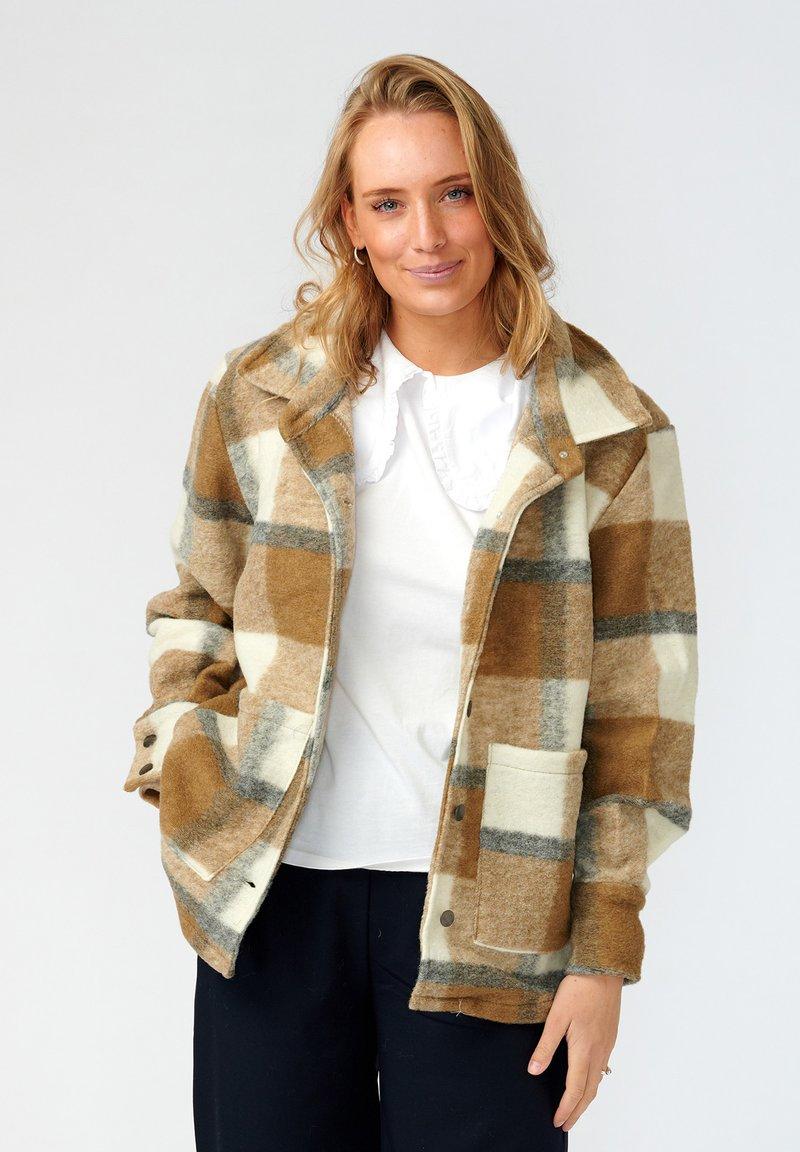 Noella - VIKSA - Short coat - camel black checks