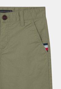 Tommy Hilfiger - ESSENTIAL FLEX - Shorts - spring olive - 2
