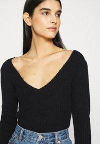 Weekday - PAOLINA V NECK - Pullover - black - 3