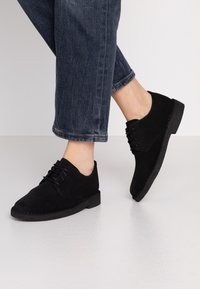 Clarks Originals - DESERT LONDON - Zapatos con cordones - black - 0