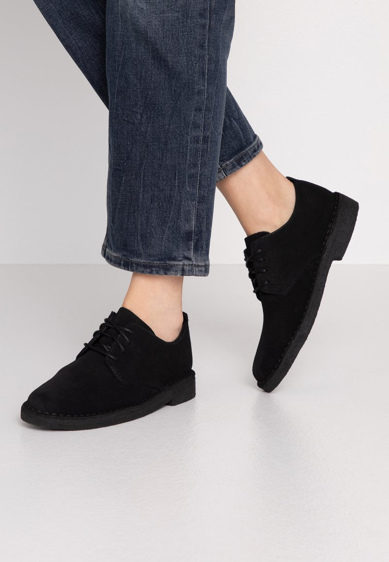 Clarks Originals - DESERT LONDON - Zapatos con cordones - black