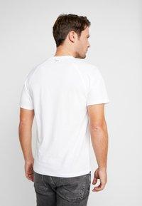 Napapijri - SASTIA  - T-Shirt print - bright white - 2
