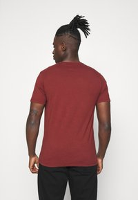 Levi's® - ORIGINAL TEE UNISEX - T-shirt imprimé - madder brown - 2