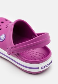 Crocs - CROCBAND - Pantofle - viola - 5