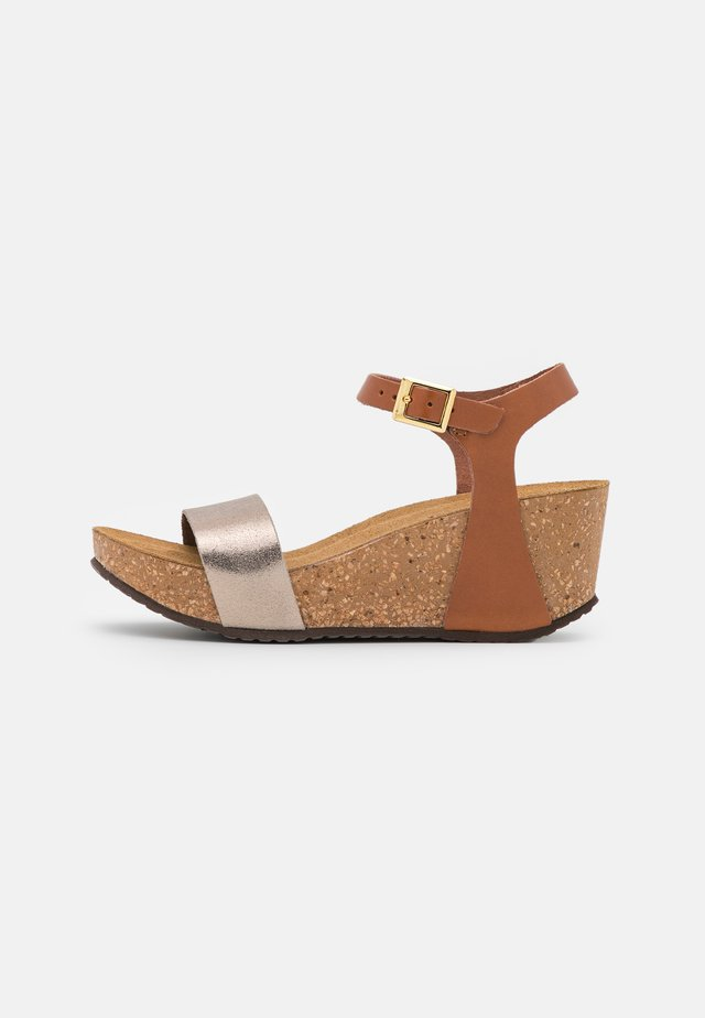 CINDY - Platform sandals - gold/cognac