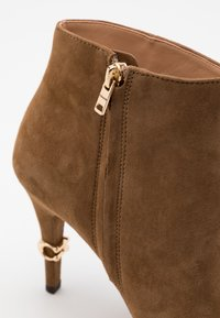 Coach - REMI - High heeled ankle boots - coconut - 4