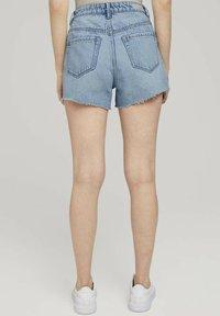 TOM TAILOR DENIM - Denim shorts - destroyed bleached blue denim - 2