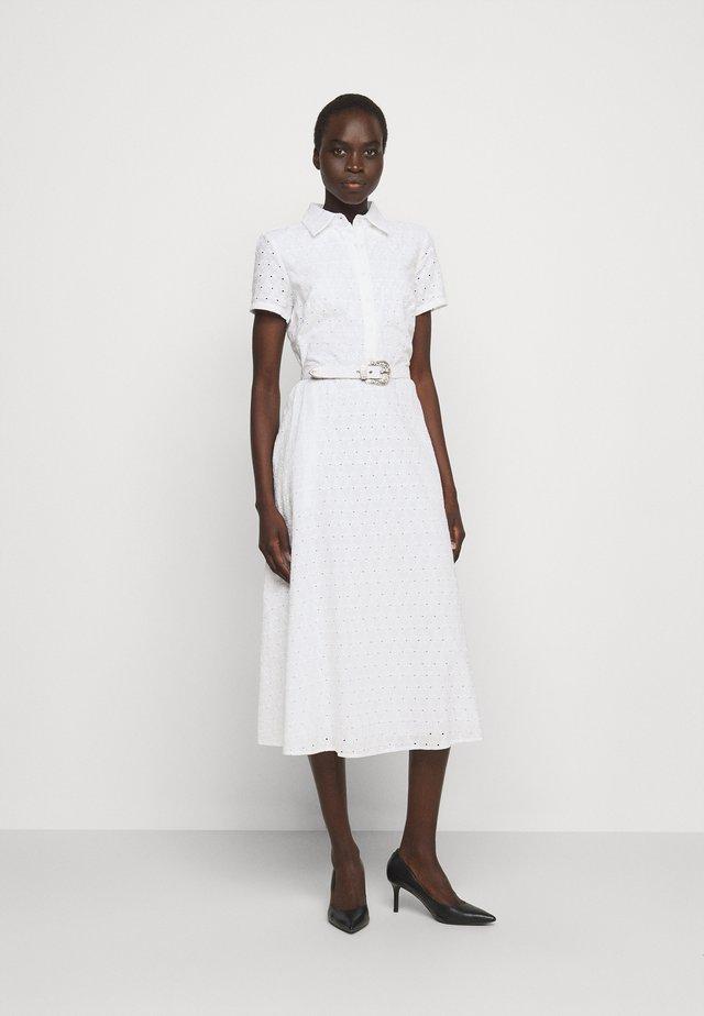DAISY EYELET DRESS BELT - Košilové šaty - white