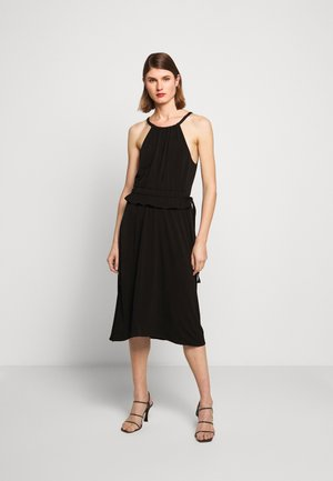 MATTE SLEEVELESS CINCHED DRESS - Žerzejové šaty - black