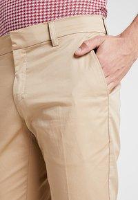 Cross Sportswear - SLENDER - Chinosy - deep birch - 5