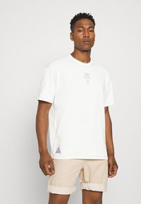 Nike Sportswear - TEE WELLNESS - Print T-shirt - pure - 2