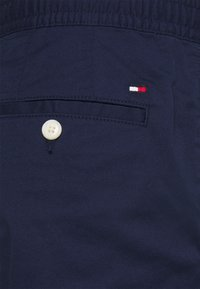 Tommy Hilfiger - ACTIVE FLEX SUMMER - Chinos - yale navy - 5