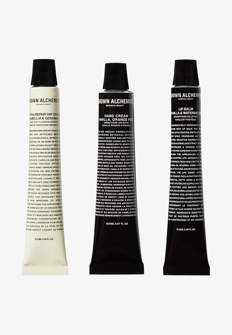 Grown Alchemist - AMENITY KIT - Skincare set - -