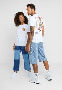 Pier One - UNISEX - T-shirt med print - white - 2