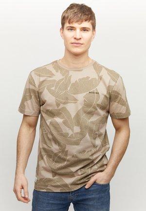 FINDON - T-shirt med print - tan