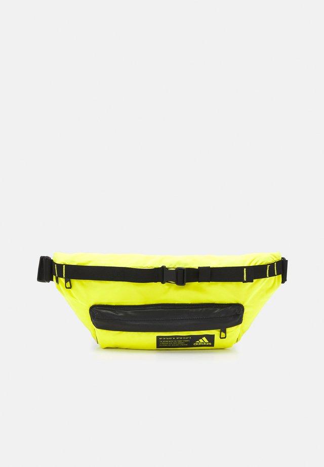 SPORT CASUAL WAIST BAG - Ledvinka - acid yellow/black