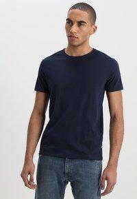 Wrangler - TEE 2 PACK - Basic T-shirt - navy - 4